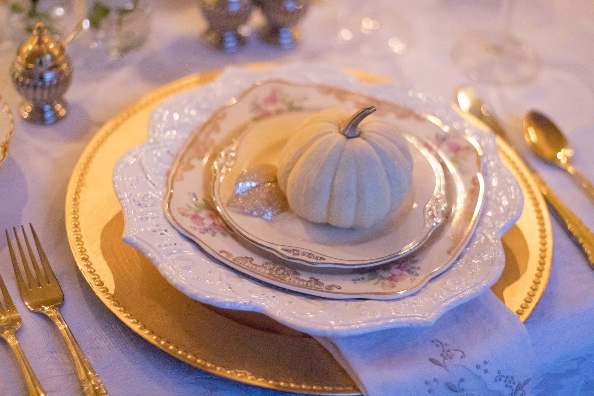How To Host The Holidays Even If You Can't Cook #saveeandsavory #holidays #hosting #cooking #thanksgiving #christmas