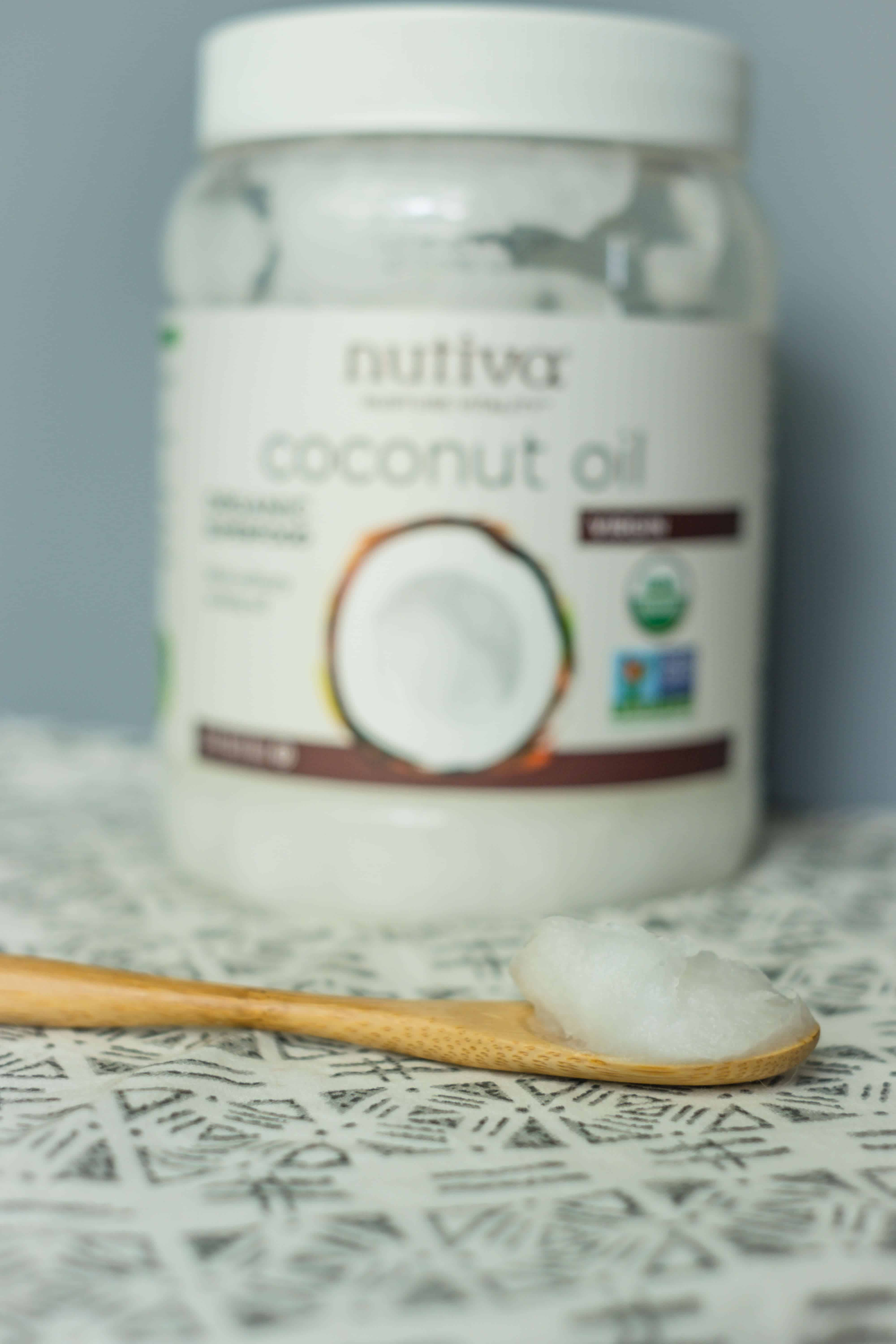 How To Start Oil Pulling & Why It Matters #saveeandsavory #wellness #healthyhabits #oilpulling #coconutoil